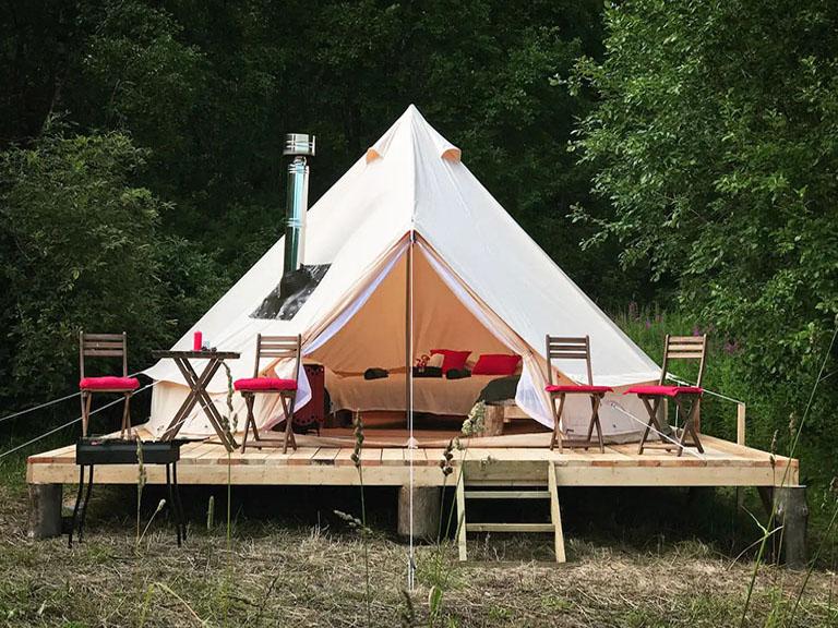 пример№2 – фотография с высоким контрастом – шатер на платформе для сдачи посуточно_
