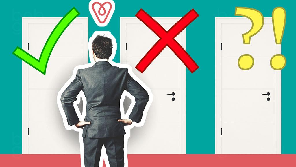 Заставка статьи: Как искать Как выбрать лучшие Airbnb? Выбор и проверка жилья для краткосрочной аренды на Аирбнб. Изображение коллаж: будущий гость стоит перед тремя дверями. На левой двери расположен знак – зеленая галочка, на средней – красный крест, на правой желтые вопросительный и восклицательный знаки. Картинка символизирует проверку найденных предложений по аренде, перед окончательным выбором_