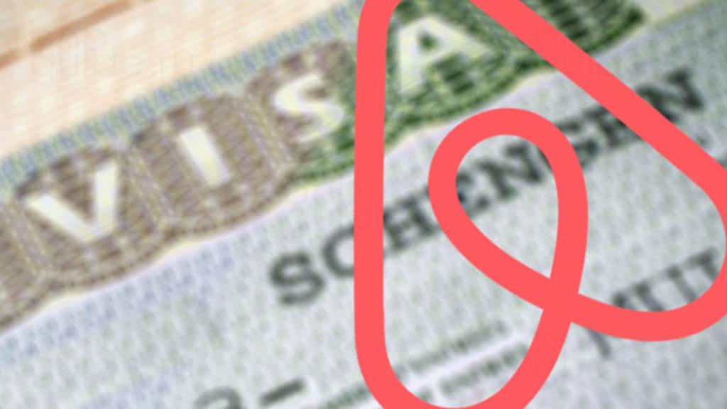 заставка статьи под названием: Подтверждение бронирования Airbnb для визы - получение и печать квитанции - ваучер на проживание Аирбнб, заполнение анкеты. Изображение: фотография c надписью VISA в паспорте, поверх расположен логотип сервиса Айрбнб_