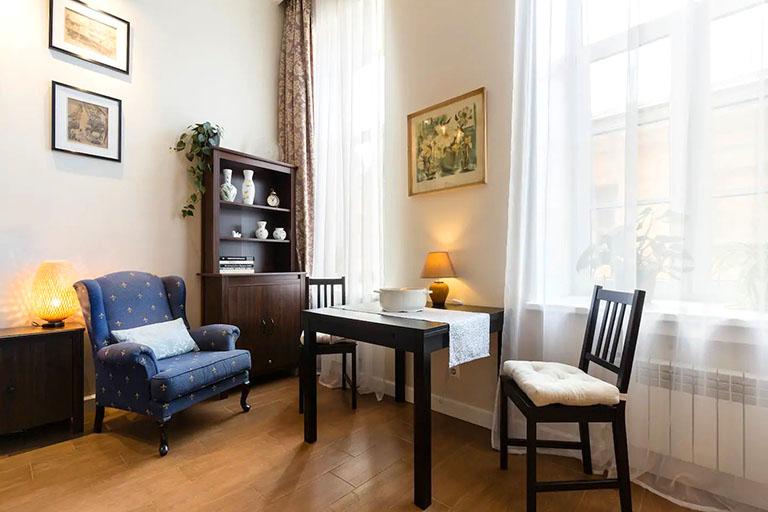 пример№13 преимущества жилого пространства на фото-изображении – большие светлые окна_