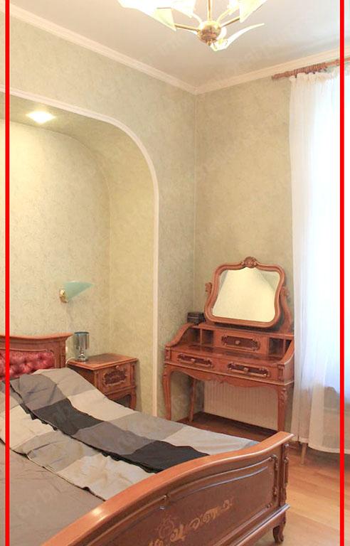 пример неудачного, узкого угла при съемке. Фото-изображение содержит только фрагмент комнаты с мебелью, которая попадает в кадр только частично_
