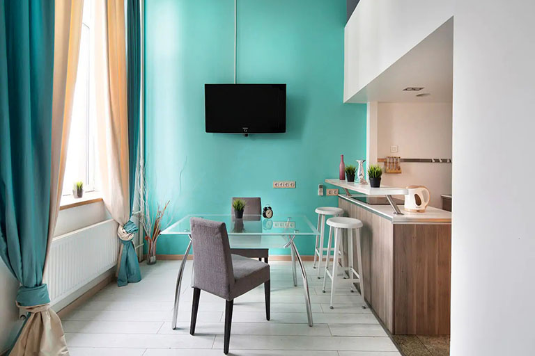 пример№7 кадр со средней плановостью помещения – обеденный стол в объединенной зоне кухни-столовой_