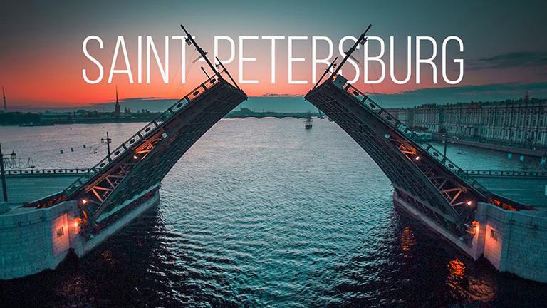 """Фотография с видом на разведенные мосты Санкт Петербурга и текстом """"SAINT-PETERSBURG""""_"""