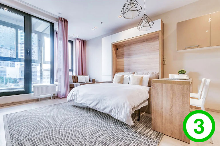 фото-изображение№3 – средний план кадра помещения с направлением вида на зону спальни_